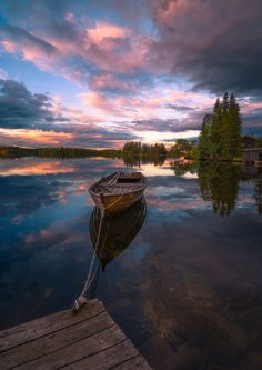 Lakeside solitude at sunset in Ringerike, Norway (Ole Henrik Skjelstad photo, more at 500px.com/olehenrikskjelstad)