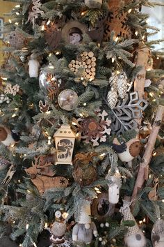 We love these gorgeous woodland creature and rustic Christmas ornaments! Vintage Christmas Tree Toppers, Rustic Christmas Ornaments, Country Christmas Decorations, Woodland Christmas, Christmas Tree Themes, Noel Christmas, Christmas Tree Decorations, Christmas Wreaths, Christmas Crafts