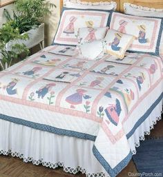 Sunbonnet quilts, pillow shams, quilted pillows and bedding accessories from C&F Enterprises. Quilt Baby, Colchas Quilt, Baby Quilt Patterns, Quilt Bedding, Applique Quilts, Bedding Sets, Quilting Patterns, Comforter, Colchas Country