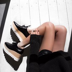 #OracleFox demonstrates simple yet statement styling in our iconic #Elyse shoes in classic black.