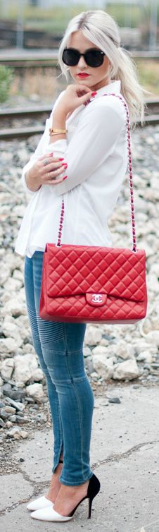 Red Bag + Red Lip + heels.