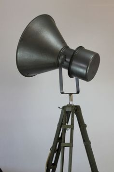 Packhus - Tripod Industrial Lamp