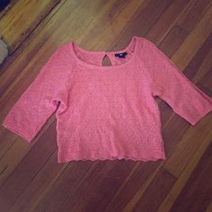 Pink H&M knit crop top Lightly worn pink knot crop top by H&M! Very cute, soft, and stylish. Has a small keyhole loop with button closure in the back. Light wear is evident on the sleeves, but not very noticeable. I love this top but it doesn't fit me. :( H&M Tops Crop Tops