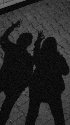 Fake Best Friends, Boy Best Friend Pictures, Cute Boyfriend Pictures, Boy And Girl Best Friends, Cute Love Pictures, Friend Photos, Ideas For Instagram Photos, Creative Instagram Stories, Applis Photo