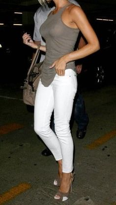 White skinny jeans | You can find this at => http://feedproxy.google.com/~r/amazingoutfits/~3/9quOV1ZlFzk/photo.php