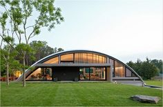 Some people may rarely hear about Quonset Hut Homes. What is actually quonset hut? Quonset hut is a structure with a semicircular shape and it is completed with long steel which is self-supporting and. Hut House, Dome House, Tiny House, Quonset Hut Homes, Casas Containers, Arch House, Unusual Homes, New House Plans, Metal Buildings