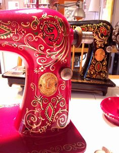 Miss Sews-it-all: Painting Continues on the Singer 66