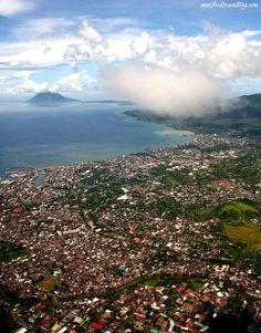 Food Journey in Manado, Indonesia Places To Travel, Places To See, Travel Destinations, Amazing Places, Beautiful Places, Andaman And Nicobar Islands, Manado, Trotter, Archipelago