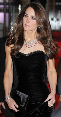 Don't we all wish we had #Kate #Middleton's hair! It's so swishy!