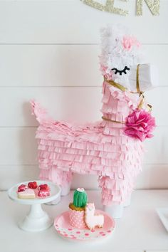 Check out the cute pin llama pinata at this Valentine's Day Party ! See more par … – Valentine's Day Decorations Valentinstag Party, Party Fiesta, Festa Party, First Birthday Parties, First Birthdays, Girl Birthday Party Themes, Birthday Ideas, Diy Party Dekoration, Saint Valentin Diy