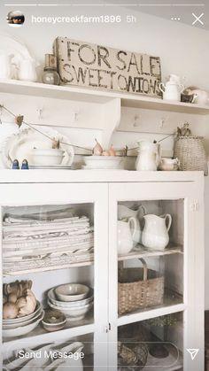 Cottage Farmhouse, White Cottage, Farmhouse Decor, Flea Market Decorating, Old Cabinets, Open Shelving, China Cabinet, Vintage Designs, Shabby Chic