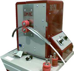 maquina para fabricación de bolsos. Prensa a rodillos para conformar asas tubulares con refuerzo. Modelo 303PM www.emarroquineria.com