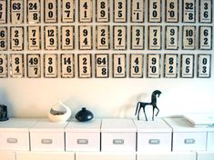 I love numbers and these cute vintage flashcards as a decoration look fun on the wall! Vintage Flash, Look Vintage, Vintage Decor, Vintage Games, Creative Walls, Antique Shops, Letters And Numbers, Decoration, Repurposed