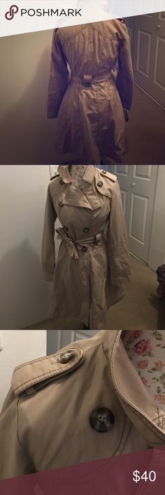 Laundry trench coat Classic trench with feminine details. Laundry by  Shelli Segal. Beautiful on but was always a size to large. Animal print lining. Laundry by Shelli Segal Jackets & Coats Trench Coats