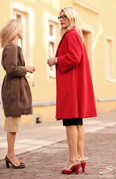 Brown coat and beige skirt, red coat and black skirt from sisterMAG N° 4 #fashion #wardrobe