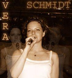 Schmidt Vera egy fellépésen (2004)