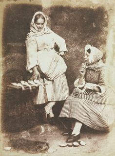 Newhaven Fishwives, Jeanie Wilson and Annie Linton, 1845. David Octavius Hill and Robert Adamson. Collection CMA