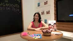 Escritora Caroline Rocha pronta para os autógrafos