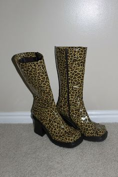 never thought of covering my old boots with duct tape...I should do this!! but a different print. lol