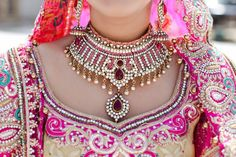 Everything related to indian fashion; whether it be bridal or casual. Asian Bridal Jewellery, Indian Jewelry, Bridal Jewelry, Gold Jewelry, Indian Wedding Fashion, Indian Bridal, Indian Fashion, Bollywood Wedding, Desi Wedding