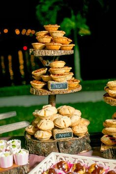 Fly Me to the Moon: Pi Day Inspiration – Pie at Your Wedding