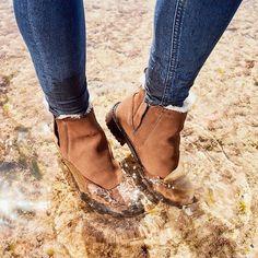 Emuaustralia Stiefel sind wasserdicht. 💦🛑 Nebenbei auch der perfekte Begleiter immer und überall. Emu, Wedges, Shoes, Fashion, Fur Fashion, Boots, Moda, Zapatos, Shoes Outlet