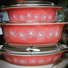 Pyrex Pink Daisy casserole dishes - Jetsons at Home! This is the pattern for me.