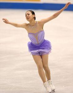 フィギュアスケートGPシリーズ開幕戦スケートアメリカの女子SPで1位となった浅田の演技=米国ミシガン州デトロイトのジョー・ルイス・アリーナで2013年10月19日 (390×500) http://mainichi.jp/feature/news/20131020org00m050002000c.html