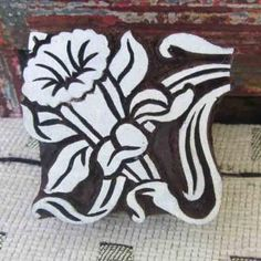Great flower Make Your Own Wallpaper, Art Nouveau Design, Daffodils, Design Your Own, Textile Art, Animal Print Rug, Fabric Design, Printing On Fabric, Stencils
