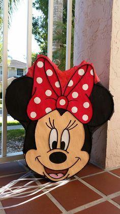Impresionante cabeza de Minnie Mouse había inspirado a fiesta
