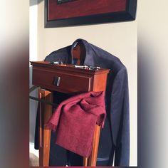 FALL for happiness ! Buy at www.alpacaoi.com #scarfs #hypoallergenic #elegantstyle #casualwear #style #luxuriouslifestyle #fashion #elegant #elegantmenstyle #fashionmen Scarfs, Luxury Lifestyle, Casual Wear, Happiness, Textiles, Mens Fashion, Wool, Elegant, Handmade