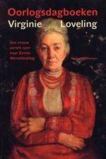 Virginie Loveling was 78 toen de Duitsers Gent bezetten maar zij was fysiek en psychisch zeer weerbaar. Zij hield een dagboek bij op losse blaadjes die verstopt zaten in haar huis. Daarin schetst zij een levendig beeld van de Duitse bezetting. Zij was onverschrokken: zo stapte zij in haar rijtuig om met eigen ogen de ravage te zien in Sint-Amandsberg na het neerstorten van een Duitse zeppelin.