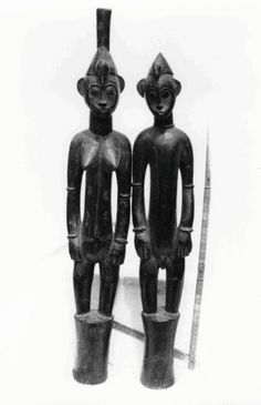 Sénoufo-Fodonon. Source: Village Fodongaha (Ferké), 1940. Materials: wood stain. Photo realized in the center of Bishop Wolff yard Ferkessédougou, objects to the proposed IFAN Museum of Abidjan, 1953.  © Photo of African Missions, Lyon. Photographer: P. Gabriel Clamens