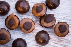 Toffifee opskrift Marzipan, Something Sweet, Candy Recipes, Confectionery, No Bake Desserts, Krispie Treats, Finger Foods, Truffles, Fudge