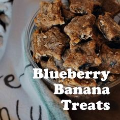 Blueberry Banana Dog Treat Recipe These blueberry banana dog treats pack a delicious, and nutritious, punch. With creamy almond butter, and healthy rolled oats as well this dog treat recipe will be a favorite in no time at all. No Bake Dog Treats, Frozen Dog Treats, Peanut Butter Dog Treats, Diy Dog Treats, Healthy Dog Treats, Homeade Dog Treats, Dog Biscuit Recipes, Dog Food Recipes, Blueberry Dog Treat Recipe