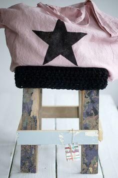 wood & big black wool stool by wood & wool stool Sacs Tote Bags, Big Wool, Look Jean, Casual Chique, Diy Sac, Big Black, Black Star, Creation Couture, Couture Sewing