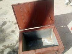 Cassa militare in legno con interno in ferro, usata per portare e tenere  i pasti caldi.  Misure h 42x41x60 cm  € 100