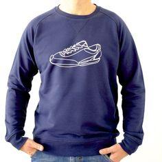sweatshirt-maenner-organic-cotton-turnschuh-dunkelblau-getragen-vorne