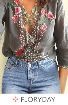 bohemian boho style hippy hippie chic bohème vibe gypsy fashion indie folk look outfit Le Style Hippie Moderne, Modern Hippie Style, Gypsy Style, Boho Gypsy, Hippie Boho, Bohemian Style, Bohemian Jewelry, Bohemian Tops, Bohemian Fashion