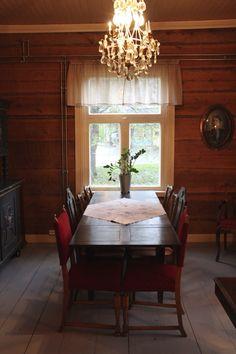 Lounaskahvila signe #hirsitalo #vanhatalo #sastamala #mouhijärvi #antiikki #hirsi #hirsiseinä Conference Room, Dining Table, Rustic, Furniture, Home Decor, Country Primitive, Decoration Home, Room Decor, Dinner Table