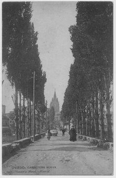 Carretera Nueva, al fondo la Catedral.Oviedo