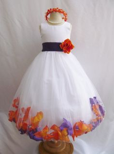 Il vestito è fatto di tessuto di raso di alta qualità. La gonna ha 4 strati, combinazione di tessuto di tulle e tessuto di rivestimento morbido.
