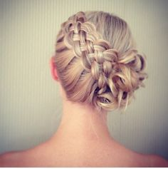 Beautiful Dutch braid. I wonder if it would look as good on a brunette without highlights?