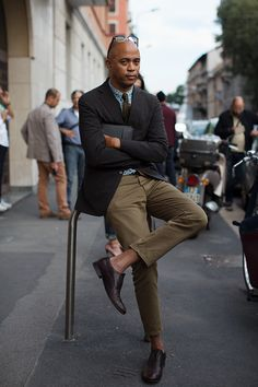 Lawrence Steele by The Sartorialist in Milan. Men's fashion. #Fashiondesigner #Sartorial #Style