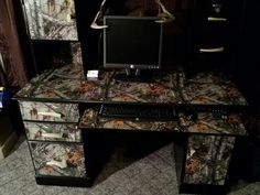 Hubby would like this desk!