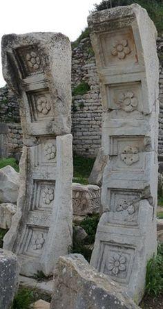 JOJO POST STAR GATES: THOUSANDS YEARS OLD STONES vault fragments.  Domitian, Ephesus