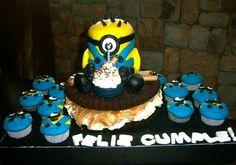 Torta minions. Minions Cake