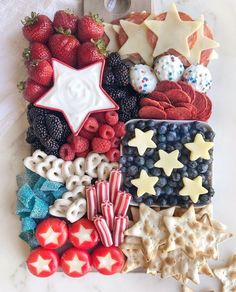 4th Of July Desserts, Fourth Of July Food, 4th Of July Celebration, 4th Of July Party, July 4th, Charcuterie Recipes, Charcuterie And Cheese Board, Cheese Boards, Holiday Treats