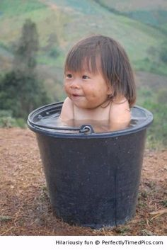 Baby girl likes a bath outside | Perfectly Timed Pics