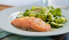 Baked salmon with lemon - Mattips - Russian Baked Salmon Lemon, Healthy Life, Healthy Eating, Norwegian Food, Russian Recipes, Fish And Seafood, Cravings, Good Food, Lunch